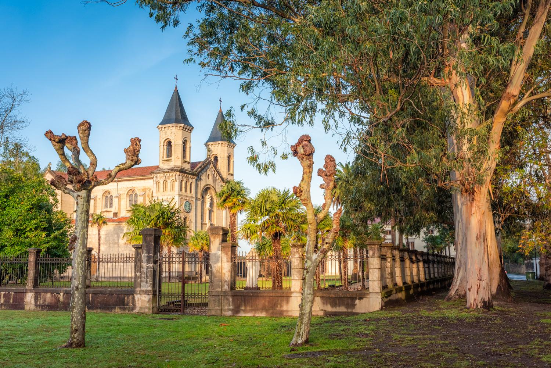 Iglesia El Pito, Cudillero, Asturias camino de Santiago, Vacaciones Apartamentos Cudillero